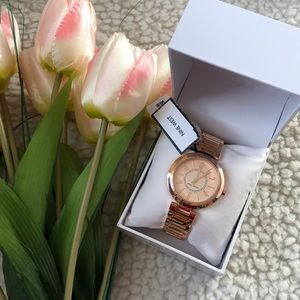 NINE WEST LADIES Gold watch NWT